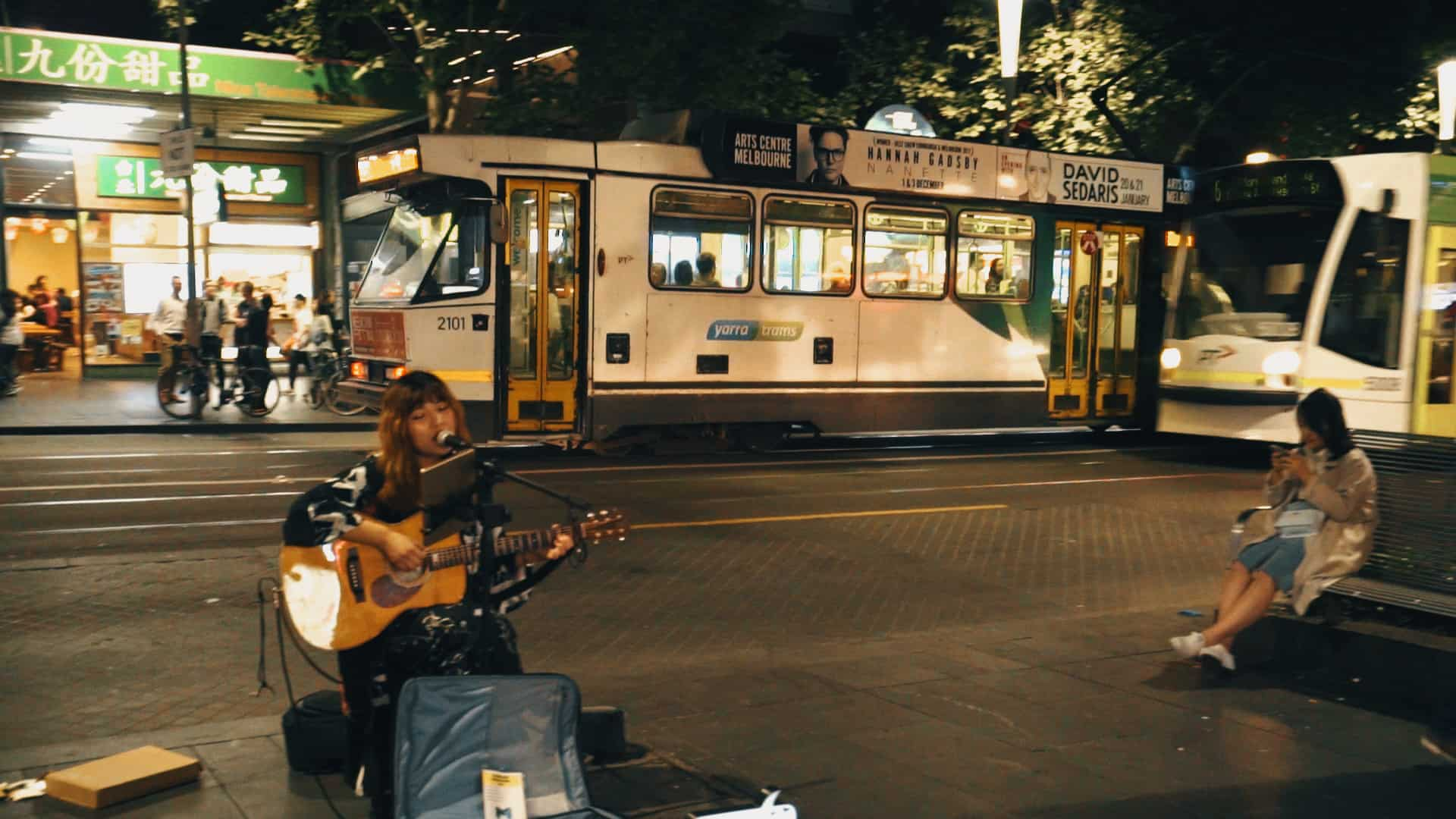 Busker-And-A-Tram-Welcome-To-Travel-Melbourne